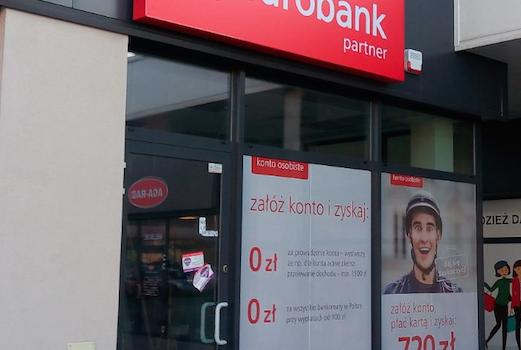 EUROBANK - folia antyw┼éamaniowa w klasie P2 spe┼éniaja╠Ęca rygorystyczne wymogi zabezpieczen╠ü placo╠üwek bankowych przed w┼éamaniem
