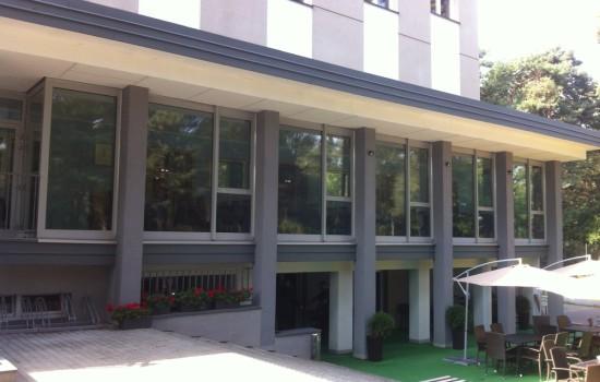 HOTEL INWEST - folia antyw┼éamaniowa w klasie P2 montowana od wewne╠Ętrz oraz folia antyw┼éamaniowa w klasie P1 montowana od zewna╠Ętrz